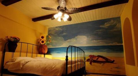 而现在的设计师也看到了这一发展,将墙体彩绘更好的融合在现代的家居